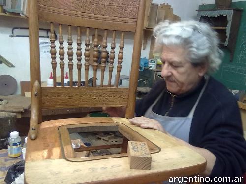 Cursos de carpinter a tallado en madera restauraci n de for Muebles tallados en madera