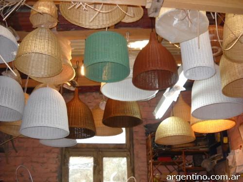 Muebles de rattan l mparas puffs juegos de living a - Lamparas para porches ...