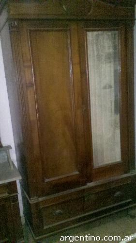 Fotos de vendo muebles antiguos en villa carlos paz for Muebles antiguos argentina