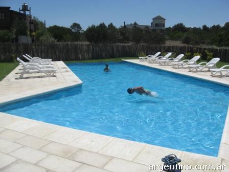 Fotos de piscinas aguas profundas en moreno for Piscinas desmontables profundas
