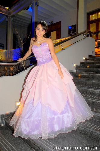b88351cd8 Alquiler de vestido de 15 años en San Vicente