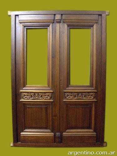 Puerta doble hoja en madera de frente entrada con tallas for Puertas antiguas dobles