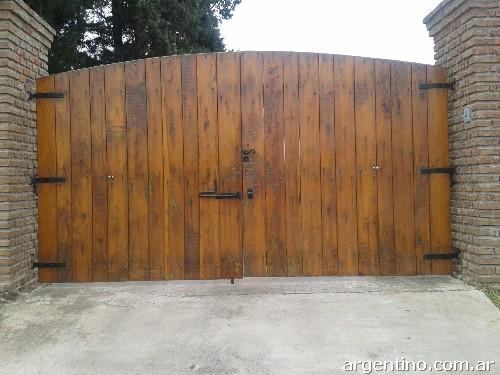 Portones de madera rusticos trendy portones hierro y for Portones madera rusticos