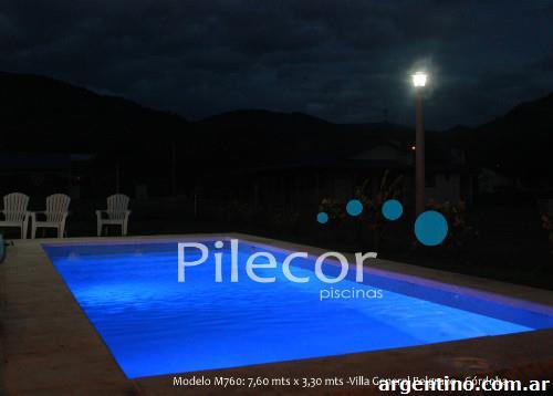 Fotos de f brica de piscinas de pl stico reforzado con for Fabrica de piscinas