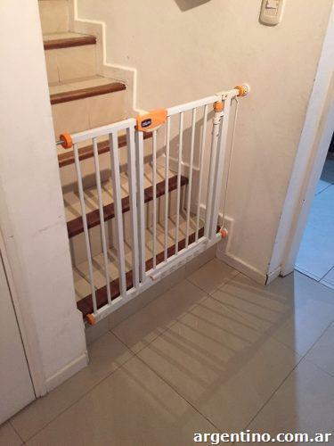 0158fc5d02094 Puerta seguridad de escaleras para niño marca Chicco en Colónia Caroya