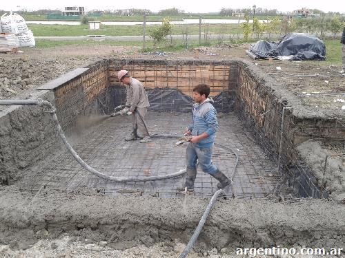 Hormig n proyectado para tabiques y piscinas en pilar for Fabricacion de piscinas de hormigon